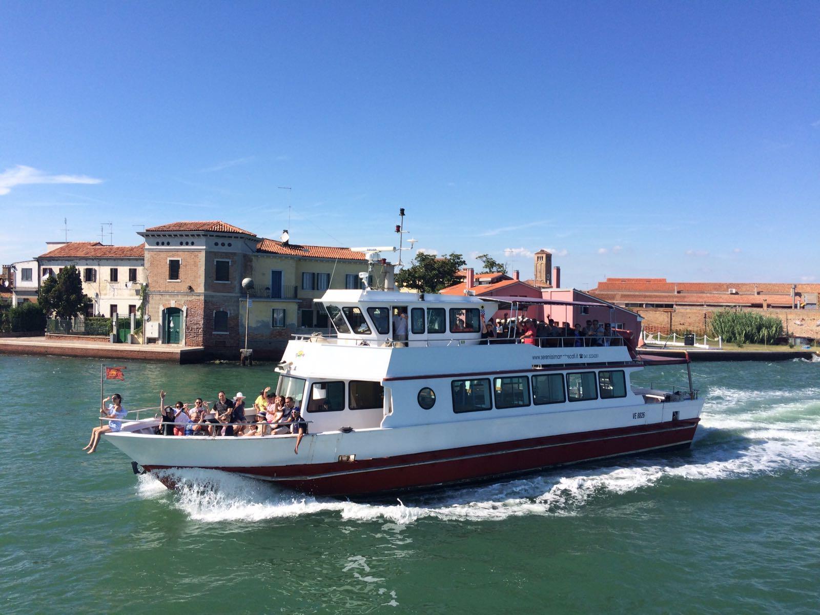 in barca alle escursioni alle isole della laguna di Venezia